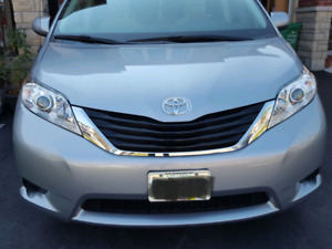 2013 toyota sienna le 8 seater