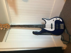 Right handed bass guitar - 4 string peavy milestone BXP
