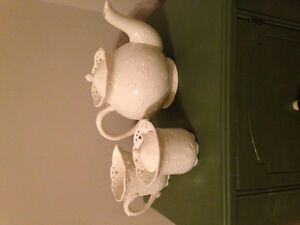 Never Used Skye McGhie Tea Pot with Creamer/Sugar