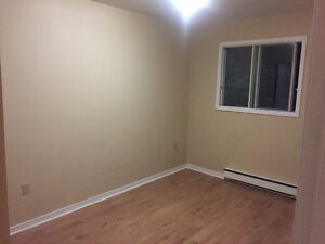 spacious room for rent near University, Hospital and grocery