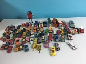 Plusieurs petites autos