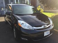 2010 Sienna Limited AWD - Fully Loaded +