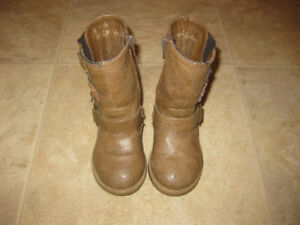 Super cute fall boots! Size 6