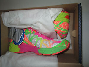 Girls Asics Gel Noosa Tri 9 Running Shoes, NEW size 4.5 or 5.5