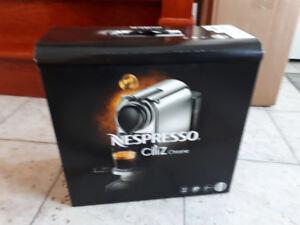 Nespresso cafetière neuve dans sa boite
