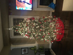 7.5' Christmas Tree (prelit artificial)