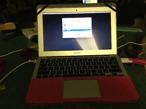 Macbook Air  i7 CPU ( Haswell ) 8GB DDR3 ,256 GB SSD
