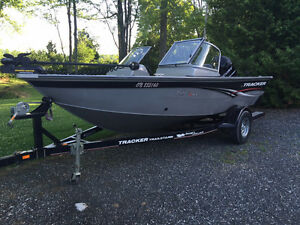 2007 TRACKER V165 FISHING BOAT