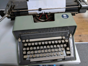 Remington International Manual Typewriter