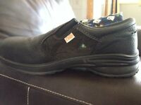 Woman's Royer 7.5 steel toe shoes