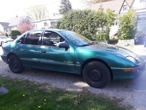 1997 Sunfire very low kms only 80k!!! perfect first car!!!