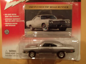 JOHNNY LIGHTNING - CLASSIC GOLD  - 1969 PLYMOUTH ROAD RUNNER Sarnia Sarnia Area image 3