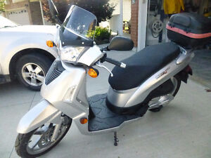 Kymco People S125 scooter
