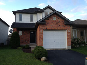 North London 3 bdrm availabe Dec.1 (finished basement & hot tub)