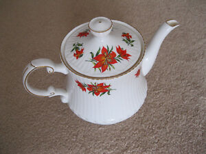 Queen's/Rosina China 5 cup tea pot - Tiger Lily design