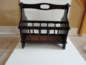 SOLID WOOD MAGAZINE STAND HOLDER - EXCELLENT CONDITION