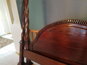SOLID WOOD KING SIZE 4 POSTER BED