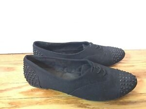 Woman's Flats - Size 6.5