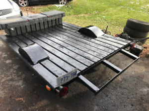 6x7 utility trailer with toolbox comes with ownership and plate