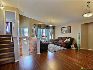 **5 Bed / 3 Bath House - Richmond West - University of MB**