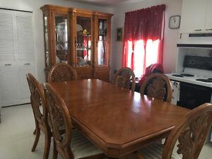 Ensemble table et buffet/vaisselier à vendre