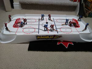 Plays Perfect! 2004 PowerPlay 2 - able Hockey Game