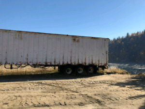 1989 Star Tridam, live bottom chip trailer, 53 ft, $15,500