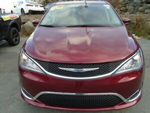2017 CHRYSLER PACIFICA Touring-L (WAS $49,755 NOW $37,990)