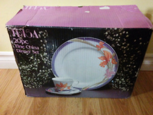 Set of dishes ( brand new )
