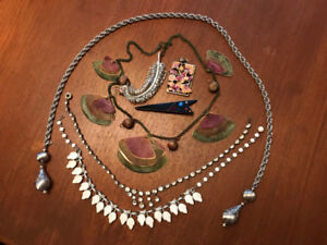 Lot of 8 Pieces of Vintage Costume Fashion Jewelry