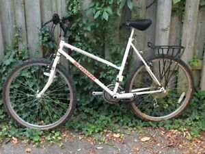 Quality mountain bike by Raleigh, 21 inch frame