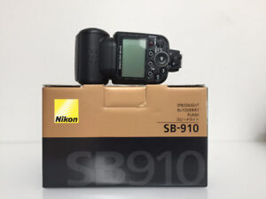 Nikon SB910 Flash with box and accessories