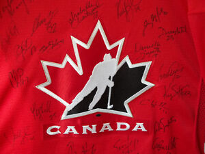 2010 Lady Gold team sign Jersey