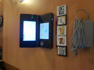 Nintendo 3ds W/ 5 games + 25 pre-loaded