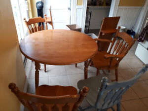 Solid wood table with 2 leaves and 4 chairs