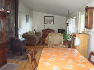 2 bedroom waterfront all year round cottage Kawartha Lakes Peterborough Area image 4