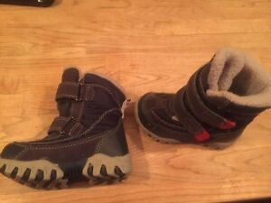 Infant boys size 6 winter boots