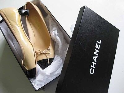 Chanel Beige Black 2-Tone CC Logo Cap Toe Patent Leather Ballet 38 Pumps 12P