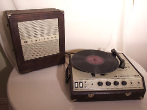 Vintage Califone 1925K suitcase record player with speaker