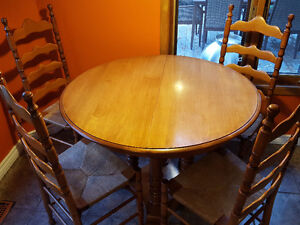 Roxton solid maple dining set
