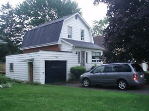 Stratford - 3 Bedroom House - Great Location. Available March.