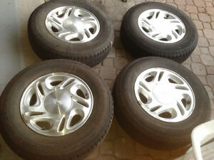205-75-15 Goodyear / nissan mags