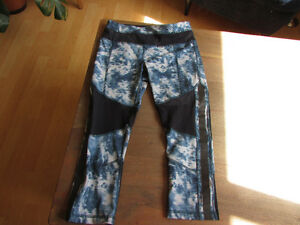 Lot of 2 LULULEMON running crops size 4