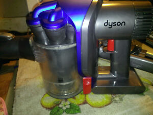 USED DYSON DC 35 CORDLESS VACUUM