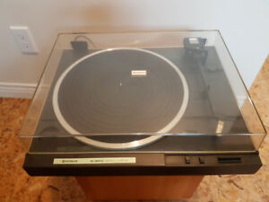 Vintage Hitachi Turntable Model HA-12