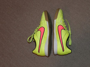 Nike Tempo Indoor Soccer Shoes - Size 4.5Y