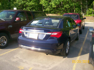 CHRYSLER 200, MINT CONDITION, ONE OWNER 20,000 KM