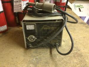 Chargeur à batterie pour cart/voiturette de golf