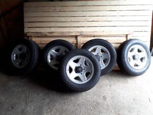 4 pneus Goodyear Ultra Grip Winter 235/60/16 Mags Suzuki Sidekic