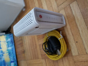 Internet Modem with Power and Ethernet Cable. Motorola SB6141